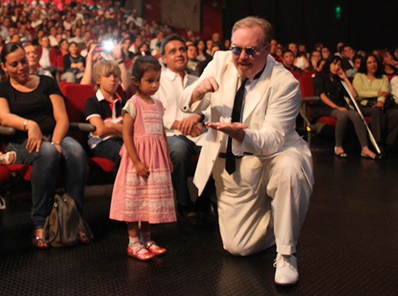 Kevin James magician in show with little girl after interview